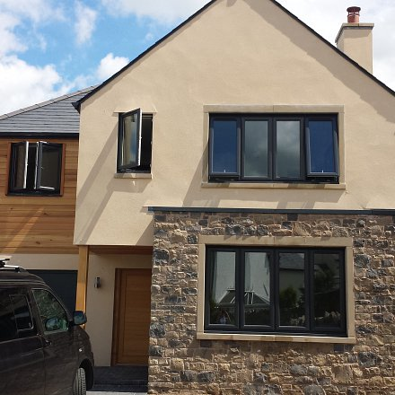 Contemporary 4 bedroomed family homes